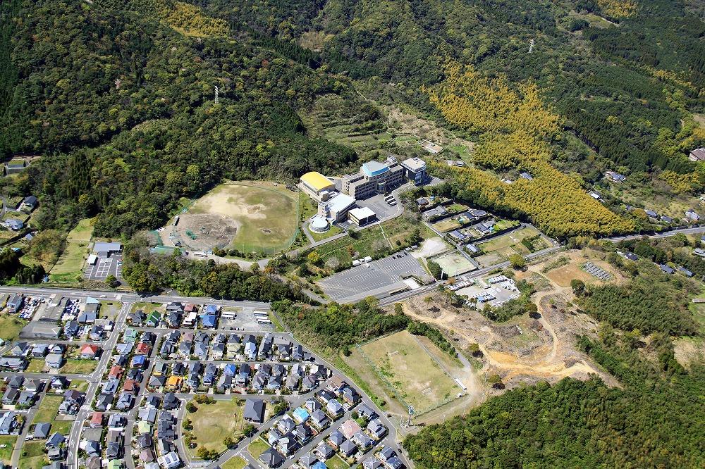 鹿児島医療技術専門学校平川キャンパス5号館校舎