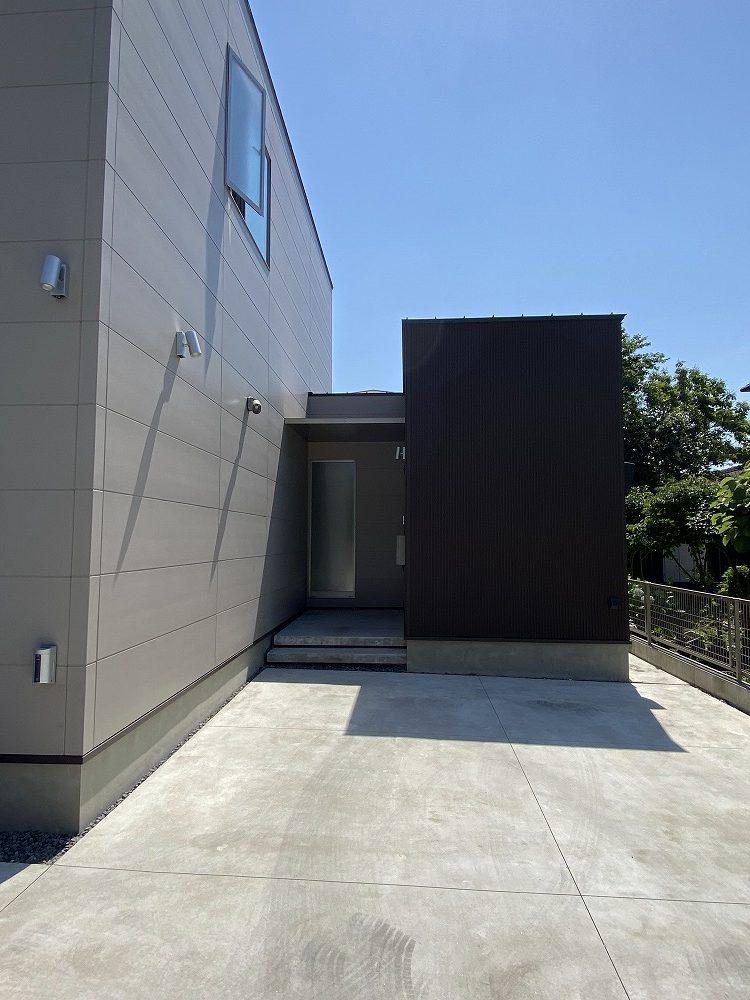 桜島を望む家